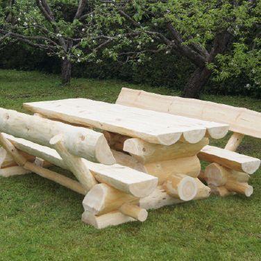 Selbstgemachte Holzgarnitur Norwegen Fur Den Eigenen Garten Gartenbank Holz Rustikal Wohnen Und Garten Gartenmobel