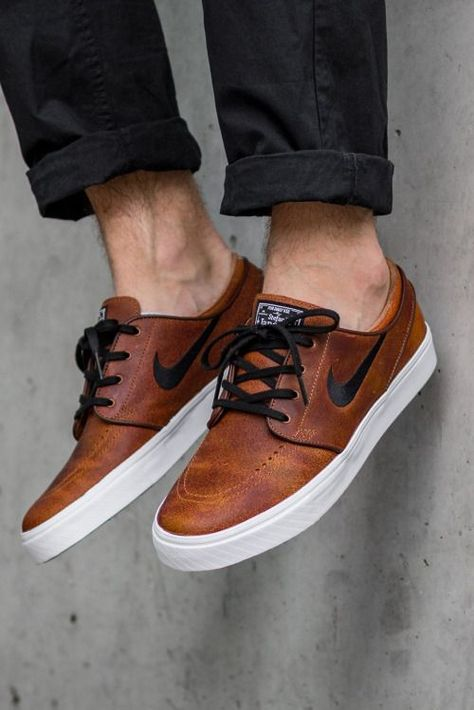 Men's shoes and footwear : nike sb air zoom stefan janoski elite (via kicks Sneakers Mode, Sneakers Fashion, Mens Fashion Shoes, Shoes Sneakers, Sneakers Style, Sneakers Adidas, Nike Leather Sneakers, Brown Sneakers, Fashion Menswear