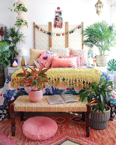 Unique Boho Bedroom Decorating Ideas To Upgrade Your House - Bohemian eclectic decor is an unique personal statement deriving inspiration from a variety of cultures and a broad spectrum of vintage spaces. A cura. Bohemian Bedroom Decor, Boho Room, Bohemian Interior, Bohemian Apartment, Asian Bedroom Decor, Tropical Bedroom Decor, Stylish Interior, Asian Home Decor, Interior Modern