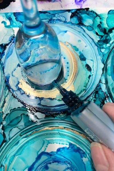 Learn to create alcohol ink rings for gorgeous pieces of art. Each ring sits on top of another, giving a multilayered appearance adding tremendous interest