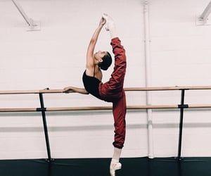 Image about inspiration in ballet ✧ by K Jasmine Dance Photo Shoot, Dancer Photography, Svetlana Zakharova, Ballet Clothes, Dance Poses, Acro Dance, Dance Choreography, Jazz Dance, Dance Wear