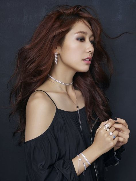 Park Shin Hye rocks both sexy and pure for jewelry brand 'Swarovski'…