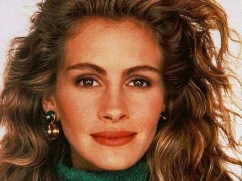 Julia Roberts beauty best outfits - Page 8 of 22 - Celebrity Style and Fashion Trends Julia Roberts, 1990s Makeup, 90s Makeup Look, 1980s Makeup And Hair, 1990s Hair, Make Up Looks, Fashion Guys, Latest Makeup Trends, Grunge Makeup