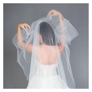 أيش تفضلوا يا بنات طرحة طويلة أو طرحة قصيرة شاركونا آرآئكم في التعليقات لطلب هذا المنتج اضغطي على الرابط في البايو Blusher Veil Wedding Dresses Dresses