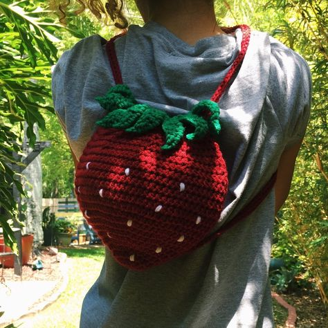 Handmade to order crochet Strawberry tote/purse perfect for my little sprites… Knitting Projects, Crochet Projects, Knitting Patterns, Sewing Projects, Crochet Patterns, Débardeurs Au Crochet, Cute Crochet, Crochet Crafts, Crochet Strawberry