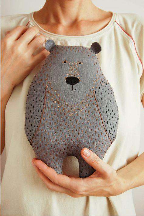 Woodland plush bear animal shaped pillow gray von WoodlandTale