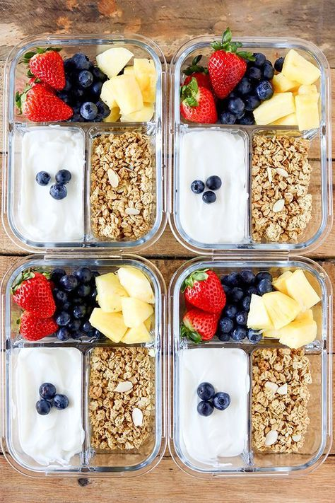 Healthy Meals Breakfast Meal Prep Fruit and Yogurt Bistro Boxes. Packed with protein, fresh fruit and a sprinkle of low-fat granola, these Fruit and Yogurt Bistro Boxes are a fresh idea for busy mornings. Lunch Snacks, Lunch Recipes, Meal Prep Recipes, Cold Lunches, Good Snacks, Lunch Meals, Dessert Recipes, Parfait Recipes, On The Go Snacks