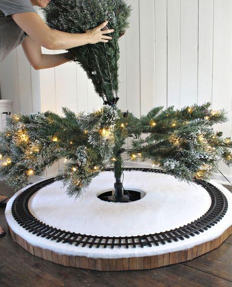 Christmas Tree Train, Diy Christmas Tree Skirt, Christmas Village Houses, Indoor Christmas Decorations, Christmas Tree Themes, Christmas Villages, Outdoor Christmas, Christmas Crafts, Christmas Christmas