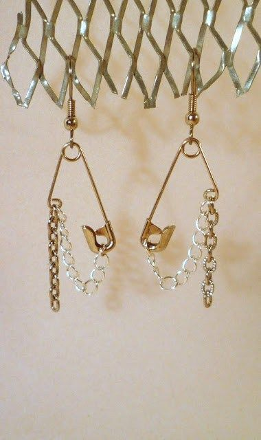 How to make recycled safety pin earrrings – Recycled Crafts Safety Pin Jewelry, Safety Pin Earrings, Safety Pins, Diy Chain Earrings, Diy Earrings Easy, Safety Pin Crafts, Denim Earrings, Lace Earrings, Emerald Earrings