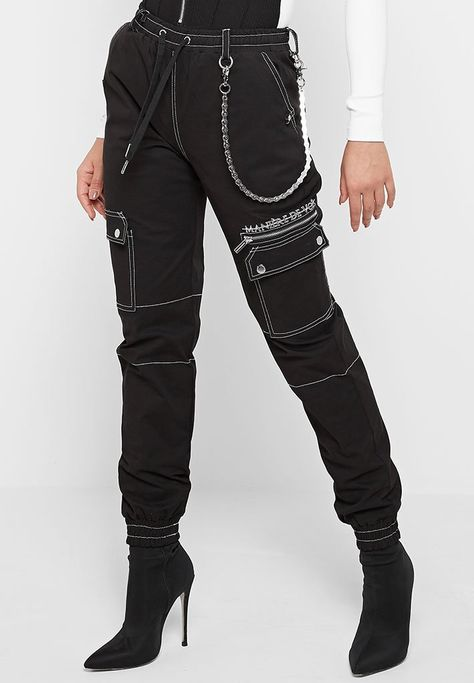 Cargo Pants with Biker Chain - Black Grunge Outfits, Edgy Outfits, Mode Outfits, Fashion Outfits, Goth Girl Outfits, Modesty Fashion, Mod Fashion, Fashion Mode, Aesthetic Fashion