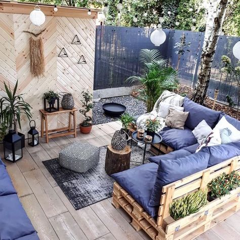 "My Backyard Decor 💡 on Instagram: ""What catches your eye in this space? ☝🏻❓🙋‍♀️💖 〰️ #Repost @ann.living ・・・ #patiolife #outdoorfurniture #homedecorideas #porchlife…"""