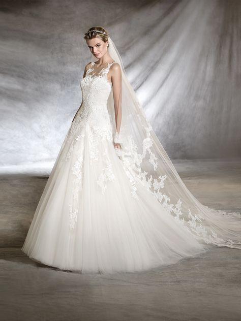 65cc640b014 Le modèle de robe de mariée Olwen associe la guipure