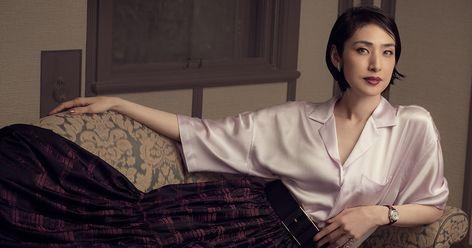 天海祐希をモデルにファッション・ストーリーを撮り下ろす連載企画も、いよいよ完結編。映画の撮影がスタートしたという設定で、女優がカメラの前に立った。2019