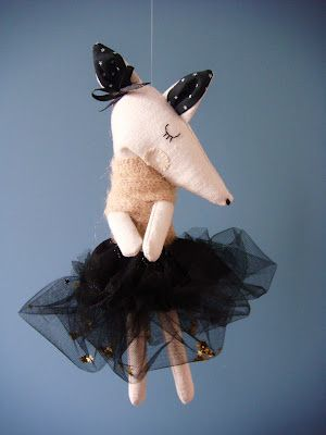 Rose minuscule: Les timides. Love the tiny Gold stars in her tutu... so sweet!