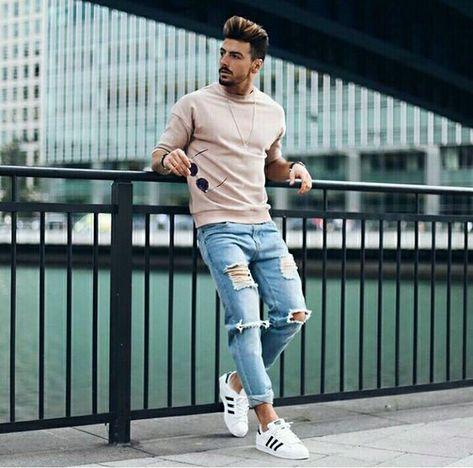 Calça jeans Destroyed. Macho Moda - Blog de Moda Masculina: CALÇA DESTROYED MASCULINA: Como Usar e Onde Comprar Online? Calça Rasgada Masculina, Calça Destroyed Jeans, Calça Masculina Rasgada, Moda para Homens, Roupa de Homem. Adidas Superstar,