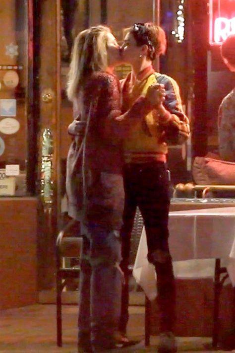 Cara Delevingne and Paris Jackson kissing