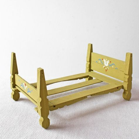 doll furniture how to make a doll house bed from clothespins part one ann wood handmade Diy Barbie Furniture, Dollhouse Furniture, Wooden Dolls House Furniture, Wooden Dollhouse, Diy Dollhouse, Victorian Dollhouse, Ann Wood, Doll Beds, Doll House Beds
