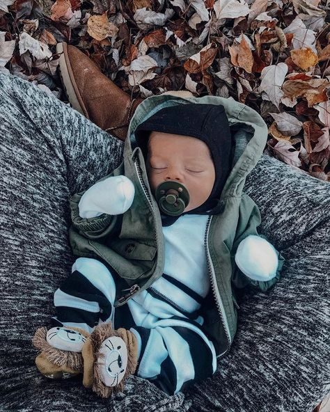 Cute Baby Boy, Cute Baby Clothes, Cute Kids, Winter Baby Clothes, Organic Baby Clothes, Baby Outfits, Little Presents, Foto Baby, Cute Baby Pictures