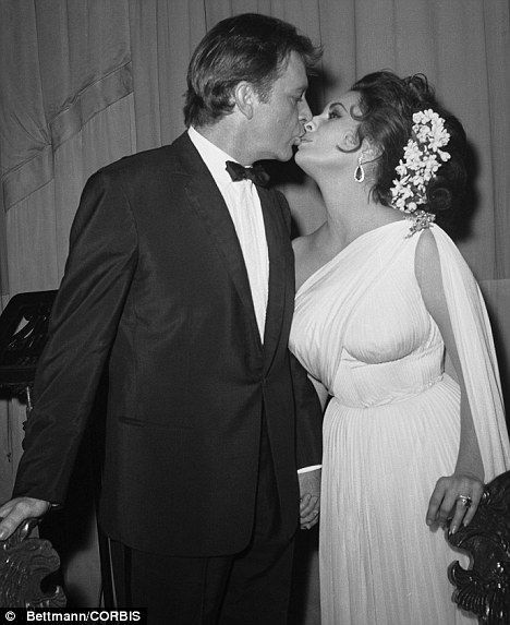 I Would Have Married Richard Burton A Third Time Says Hollywood Legend Elizabeth Taylor Richard Burton Elizabeth Taylor Celebrity Couples Elizabeth Taylor