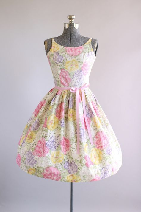 79a240f115a8 This 1950s cotton dress by Vicky Vaughn features a pretty floral print in  shades of pink