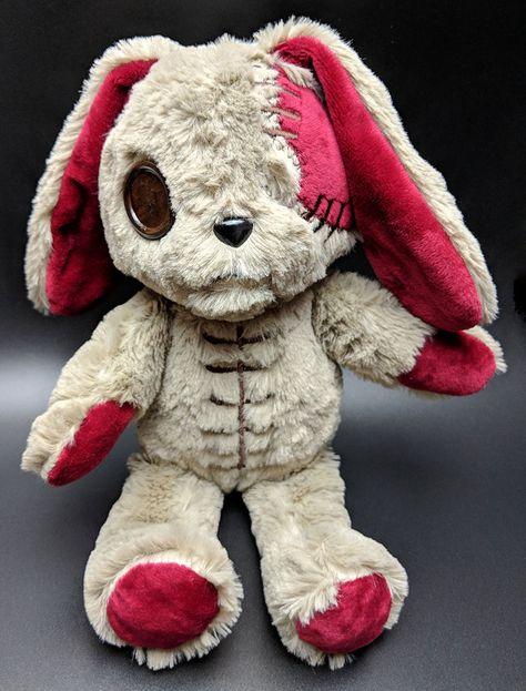 We're making a replica of Alice's White Rabbit Plush! Creepy Toys, Creepy Cute, Kawaii Plush, Cute Plush, Creepy Stuffed Animals, Living Dead Dolls, White Rabbits, Cute Toys, Plush Dolls