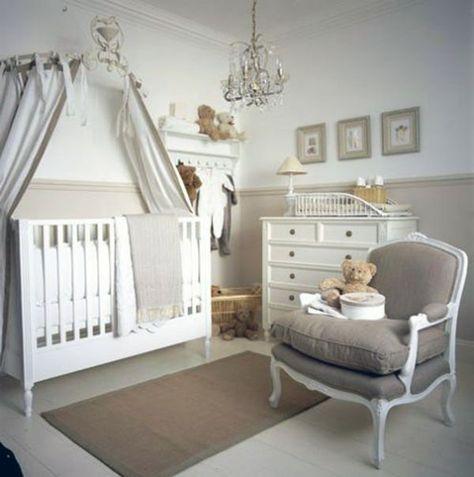 gris chambre de bébé fille bien rangé avec style