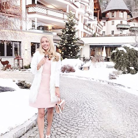 I'm pretty sure rose gold was made for those who got bored of red and gold at Christmas 💗✨ Austria... you have been magical, thank you so much for the trip of a lifetime @liketoknow.it.europe & make sure you guys download the