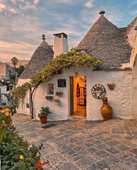 Alberobello Italy, Southern Italy, 6 Photos, World Heritage Sites, Traditional House, Foto E Video, Ale, Beautiful Places, Vacation