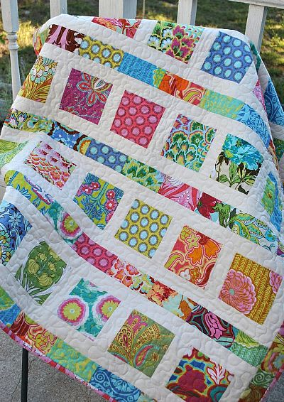 Amy Butler Soul Blossoms Baby or Toddler Quilt by cachecreekquilts Good pattern for using up scraps! Amy Butler Soul Blossoms Baby, Toddler, or Lap Quilt-CUSTOM made to order Size: 41 x 49 I have sold several quilts like this, but I have Quilt inspiration Patchwork Quilting, Jellyroll Quilts, Scrappy Quilts, Easy Quilts, Patchwork Quilt Patterns, Pink Quilts, Charm Pack Quilts, Charm Quilt, Charm Pack Quilt Patterns
