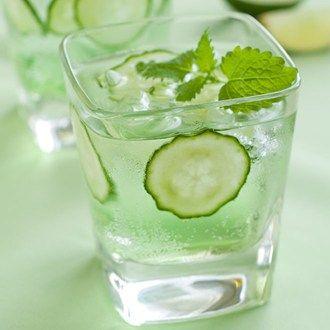 Elderbubble Cocktail (add DRY cucumber soda)