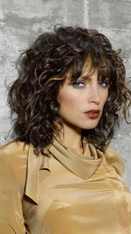 Gelockte Frisuren Mit Pony Fur 2019 Frisuren Madame Frisur Hairstyle Hairstyles Naturalhairs Lockige Frisuren Naturlocken Frisuren Frisuren Schulterlang