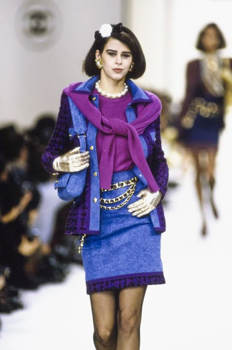 Chanel Fall 1991 Ready-to-Wear Fashion Show Collection: See the complete Chanel Fall 1991 Ready-to-Wear collection. Look 30