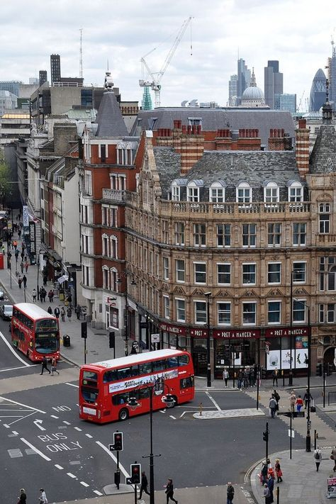 Ultimate London Sightseeing Tips For Your Trip | PRANCIER  London is a one of a kind destination that has something that attracts every kind of traveler. This carefully curated list with the ultimate London Sightseeing tips will definitely help you to get the most out of your London Travel Itinerary and have fun while doing so! #london #londontravel #uk #traveltips #travelinspiration #bigben #prancier