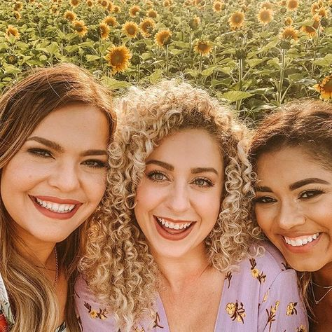 You'd be surprised but I met these girls online! It's amazing what the blogging community can do for you. I consider these girls close friends of mine.   We literally:  🌻 text each other everyday 🌻 have a monthly nail & dinner date 🌻 inspire and motivate one another 🌻 help each other with photos 🌻 support one another   That's what friendships are about.   Below tag the girls you've met online because of blogging!! ⬇️  #thejasminemaria #wisconsinblogger #madisonblogger #...