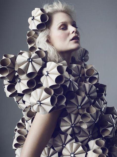 Klänning Bea Szenfeld närbild - Jernhusen created by paper towel tubes