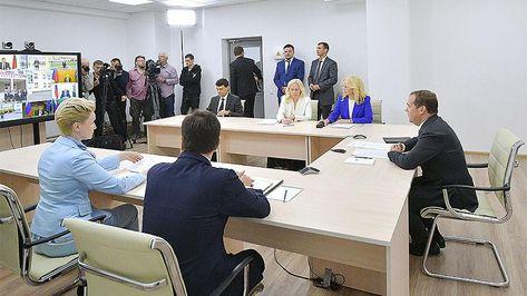 Медведев удивился наличию в одной из школ Татарстана первого класса М