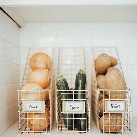 17 atemberaubende skandinavische Küchendesigns für… #scandinaviankitchentowels #s ...  #organizationkitchendiy #organizationkitchenfridge