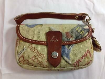 You Are Looking At A Previously Owned Dooney Bourke Flap Wristlet Measures Approx 6 X 4 X 1 3 4 Deep Ser Dooney Bourke Dooney And Bourke Wristlet Bourke