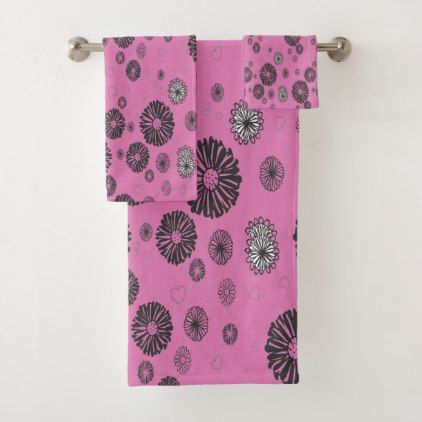 Mod Black And White Graphic Flowers On Pink Bath Towel Set With