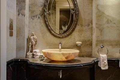 2019 ديكورات احواض حمامات رخام Social Buildingz In 2020 Organic Interiors Round Mirror Bathroom Design