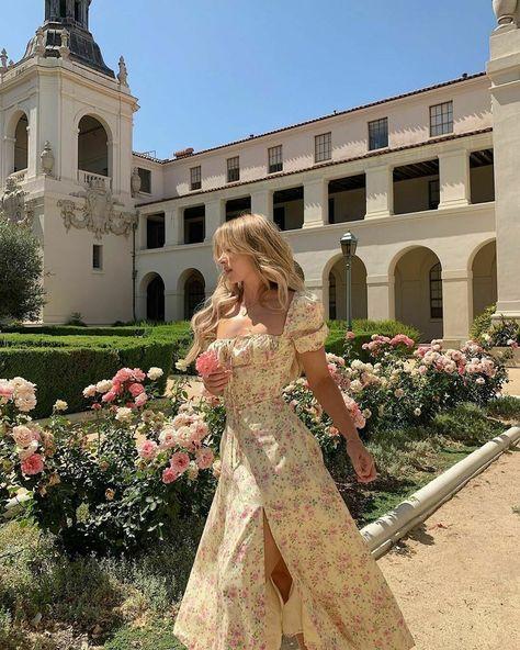 Dress-Rapunzel | Etsy Classy Aesthetic, Aesthetic Fashion, Aesthetic Girl, Look Fashion, Aesthetic Clothes, Fashion Outfits, Aesthetic Vintage, Girl Fashion, Aesthetic Outfit