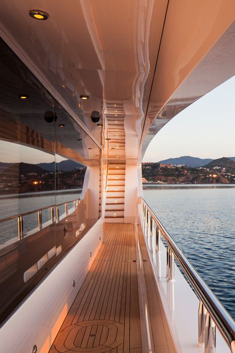 LIBERTY yacht for charter with Fraser. She is an exceptional motor yacht build by Trinity in 2012 to the highest standards. Lago Tahoe, Luxury Yacht Interior, Luxury Cars, Private Jet Interior, Luxury Vinyl, Yacht Design, Travel Aesthetic, Dream Vacations, Aesthetic Pictures