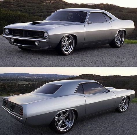 Hot Wheels - Love these shots of this 1970 Plymouth Barracuda initially built for via the crew, remember thinking how insane tucking wheels out back was then! Custom Muscle Cars, Custom Cars, Pontiac Gto, Chevrolet Camaro, Classy Cars, Plymouth Barracuda, Us Cars, Cars Usa, Race Cars