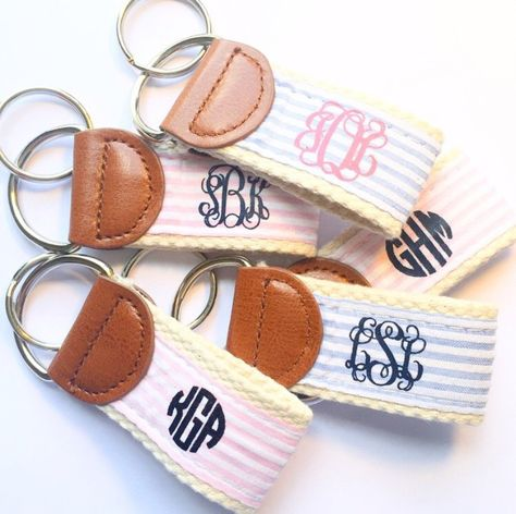 LITTLE I WOULD LOVE A BLUE AND YELLOW ONE OF THESE LIKE THE ONE THAT HAS THE NAVY MONOGRAM