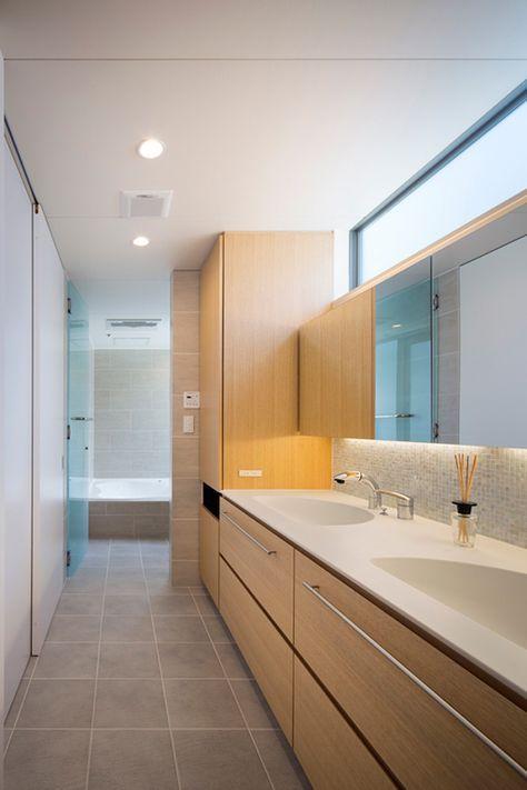 洗面台が埋め込み 鏡裏収納 高級住宅 洗面所 タイル 床 洗面台
