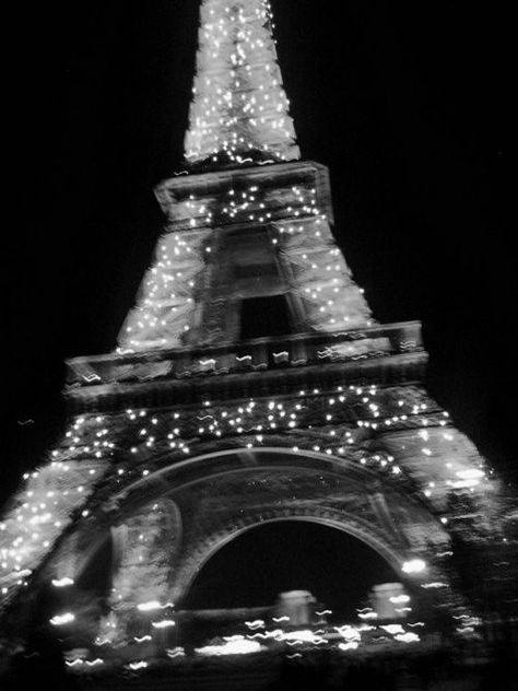 black and white aesthetic Paris at night. Black Aesthetic Wallpaper, Gray Aesthetic, Black And White Aesthetic, Aesthetic Collage, Aesthetic Vintage, Aesthetic Grunge, Night Aesthetic, Travel Aesthetic, Aesthetic Bedroom