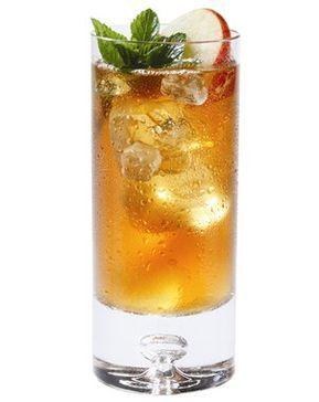 bebida preparada con whisky y refresco de manzana
