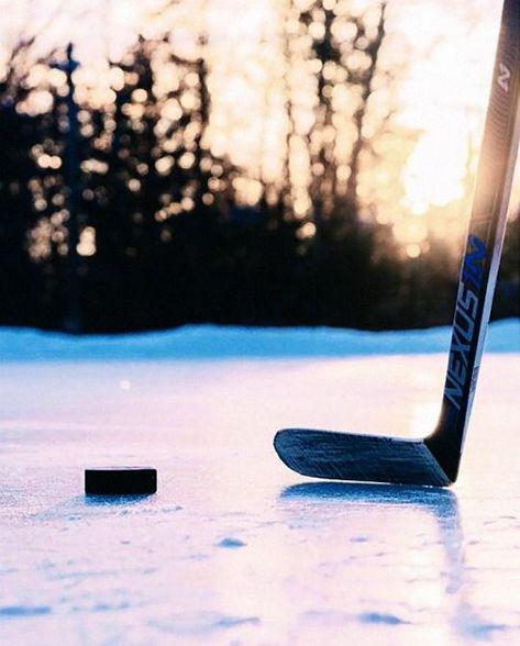 Ice Hockey 373024781627810010 - goal: take pond hockey pics Source by Bruins Hockey, Hockey Players, Rangers Hockey, Hockey Baby, Hockey Goalie, Hockey Teams, Nhl, Hockey Cakes, Hockey Girlfriend