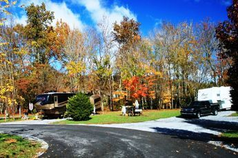 Simplirv Favorite Deluxe Rv Sites In Pigeon Forge At Up The Creek Rv Campground Gatlinburg Campgrounds Rv Parks And Campgrounds Camping Park