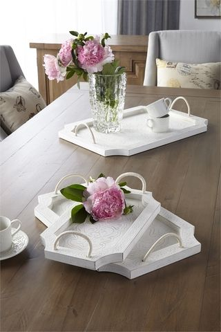 Pin By Chrow On Flowers With Images Wooden Tray Wood Tray Set Shabby Chic Colors